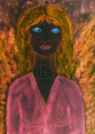 Photo pour Ange féminin noir avec robe rose et ailes. La technique de tamponnage près des bords donne un effet de mise au point doux en raison de la rugosité de surface modifiée du papier - image libre de droit