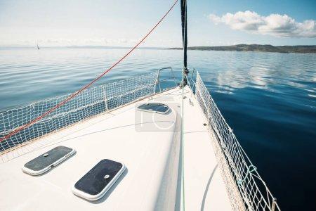 Photo pour Portrait de voilier sport en haute mer - image libre de droit