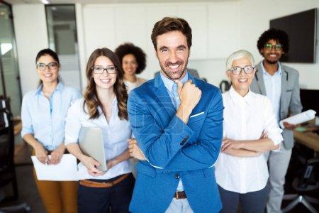 Foto de La gente de negocios trabaja conferencia y reunión en la oficina moderna - Imagen libre de derechos