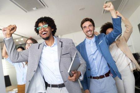 Photo pour Les entrepreneurs et les gens d'affaires qui réussissent atteignent leurs objectifs - image libre de droit