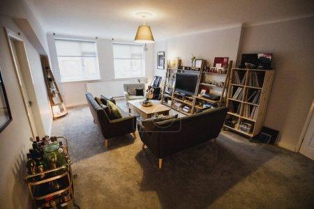 Photo pour Furished salon plat vide avec des objets d'art et musique. - image libre de droit