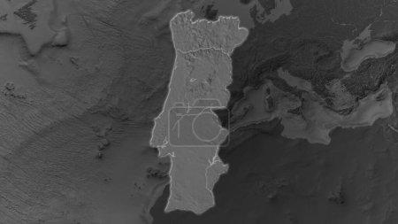 Photo pour Portugal zone élargie et rayonnante sur un fond sombre de son environnement. Carte de l'altitude à Bilevel - image libre de droit