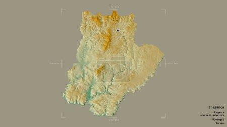 Photo pour Région de Braganca, district du Portugal, isolée sur un fond solide dans une zone délimitée géoréférencée. Des étiquettes. Carte topographique de relief. rendu 3D - image libre de droit