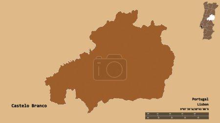 Photo pour Forme de Castelo Branco, district du Portugal, avec sa capitale isolée sur un fond solide. Échelle de distance, aperçu de la région et étiquettes. Composition de textures régulièrement modelées. rendu 3D - image libre de droit