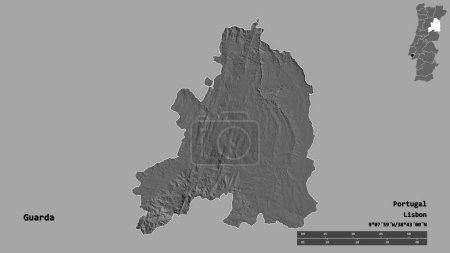 Photo pour Forme de Guarda, district du Portugal, avec sa capitale isolée sur un fond solide. Échelle de distance, aperçu de la région et étiquettes. Carte de l'altitude de Bilevel. rendu 3D - image libre de droit