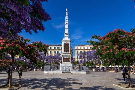 Photo pour Malaga, Espagne - 23 mai 2019: Monument au milieu de la Plaza de La Merced, l'une des principales places du centre-ville. - image libre de droit