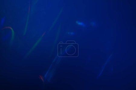 Photo pour Lens flare coloré abstrait lumière glow. optique spotslight flash fond. - image libre de droit