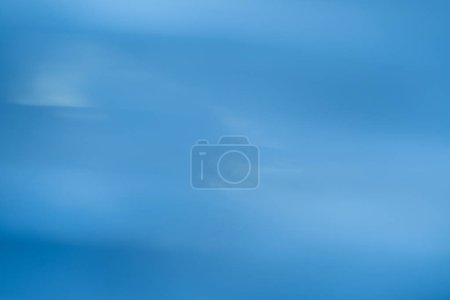 Photo pour Flou lumineux défocalisé. conception de la douce lueur sur fond bleu. - image libre de droit
