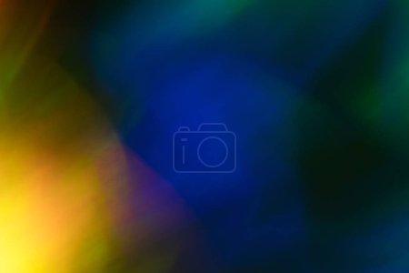 Foto de Punto ligero amarillo borroso sobre fondo oscuro. Resplandor de la llamarada de lente bokeh. Diseño abstracto. - Imagen libre de derechos