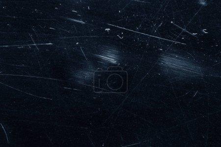 Photo pour Poussière et rayures sur la surface noire. Contexte abstrait. Calque de texture pour retouche photo. Ancien effet de filtre grunge . - image libre de droit