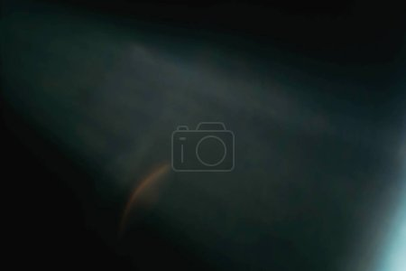 Foto de Bengala de lente desenfocada. Fondo de arte abstracto oscuro. difuminación flujo de luz efecto creativo . - Imagen libre de derechos