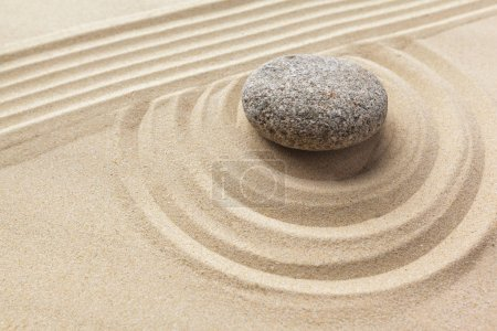 Photo pour Méditation de jardin zen avec Pierre - image libre de droit