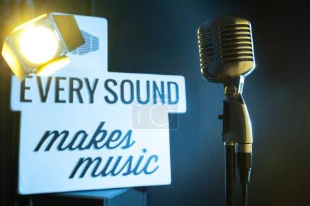 Photo pour Style rétro audio microphone - image libre de droit