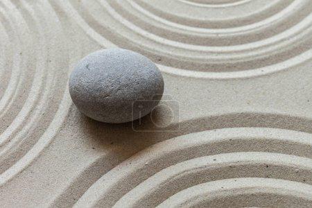Photo pour Jardin Zen stone sur le sable - image libre de droit