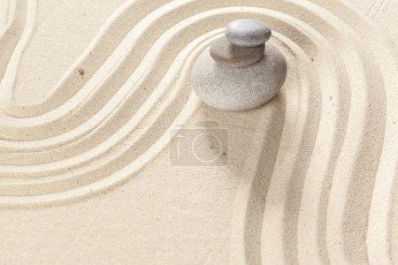 Photo pour Pierre de zen jardin japonais - image libre de droit