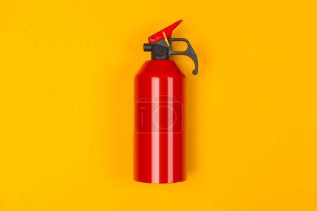 Photo pour Haut de l'extincteur rouge - image libre de droit