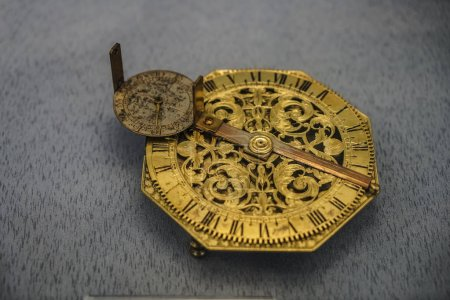Photo pour Dispositif astronomique antique, gros plan - image libre de droit