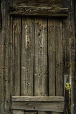 Foto de Fondo de madera rústico oscuro con tablas de madera en un piso o superficie plana . - Imagen libre de derechos