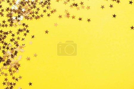 Foto de Golden shining stars on yellow background - Imagen libre de derechos
