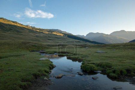 Photo pour Rivière à Baqueira en été, Valle de Aran. Espagne - image libre de droit
