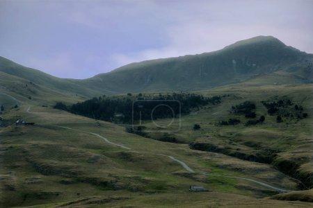 Photo pour Montagnes en Baqueira in Summer, Valle de Aran, Espagne - image libre de droit
