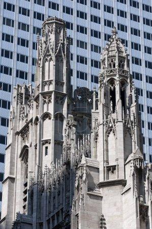 Photo pour Détail de la tour de l'église Saint Thomas, à New York, USA . - image libre de droit