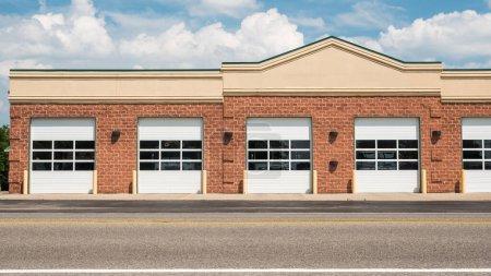 Photo pour Un bâtiment typique de caserne de pompiers américains . - image libre de droit