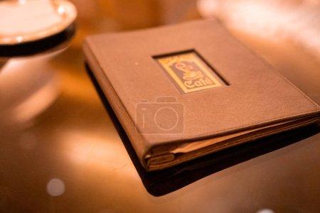 Photo pour Livre d'or, menu, au café. Belle conception. - image libre de droit