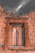 """Постер, картина, фотообои """"Древние деревянные двери перуанский старый дом в деревне на берегу озера Титикака"""""""