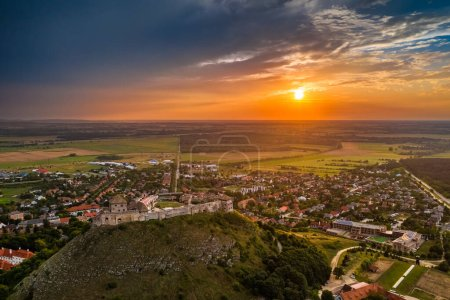 Photo pour Sumeg, Hungary - Aerial view of the famous High Castle of Sumeg in Veszprem county at sunset with colorful clouds and dramatic colors of sunset at background on a summer afternoon - image libre de droit