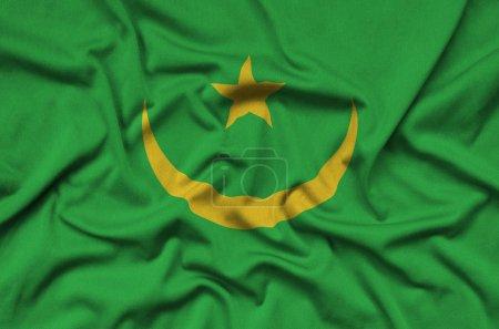 Drapeau de la Mauritanie est représenté sur un tissu de sport avec de nombreux plis. Bannière ondulant de sport équipe