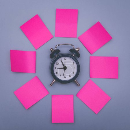 Pink sticky notes and clock, memory concept background.