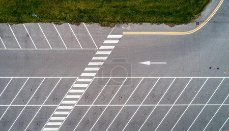 Photo pour Vue aérienne d'un stationnement vide - image libre de droit