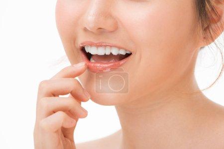 Photo pour Beau sourire avec des dents saines, gros plan - image libre de droit