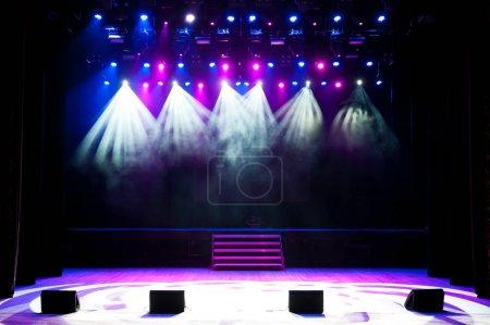 Photo pour Scène gratuite avec lumières, appareils d'éclairage. Contexte - image libre de droit