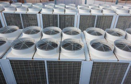 Photo pour Système industriel de ventilation et de climatisation - image libre de droit