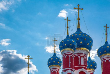 Foto de Rusia, Uglitsch, las cúpulas de la iglesia de St Dimitrij en la sangre - Imagen libre de derechos