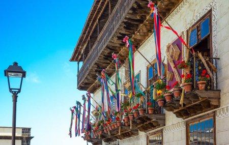 Photo pour Tenerife, Espagne - 23 juin 2013: La Orotava, les balcons de la Casa De Los Balcones, dans le vieux centre ville - image libre de droit