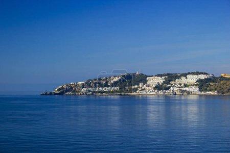 Photo pour Playa De La Caletilla, Almunecar, Andalousie, Espagne - image libre de droit