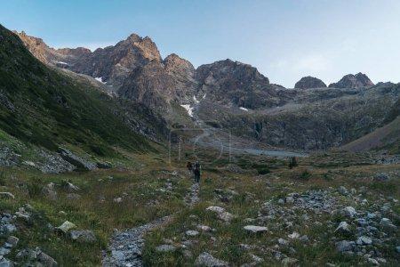 Photo pour Randonneurs en montagne, Parc National des Ecrins, Alpes, France - image libre de droit