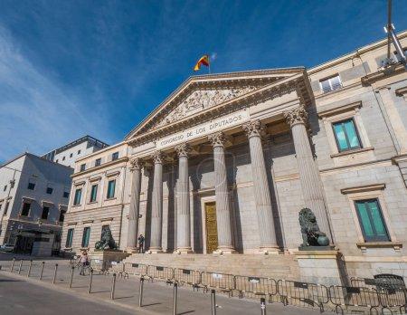 Photo pour Le bâtiment de l'Assemblée de Madrid, appelé Congreso de los disputados - bâtiment du Parlement - image libre de droit