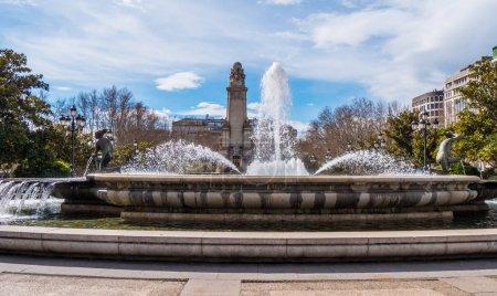 Photo pour Place de l'Espagne appelé Plaza d'Espanya à Madrid par une journée ensoleillée - image libre de droit