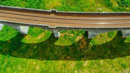 Photo pour Viaduc de Glenfinnan dans les hautes terres d'Écosse - image libre de droit