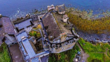 Photo pour Château d'Eilean Donan à Loch Duich dans les Highlands d'Ecosse - vue aérienne - image libre de droit