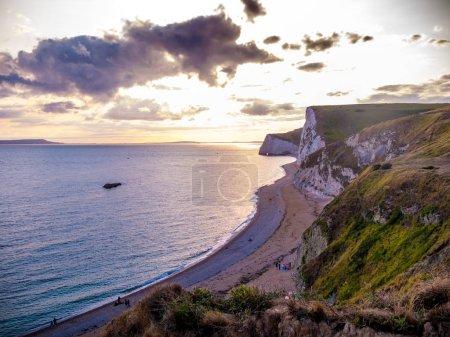 Photo pour Les falaises blanches d'Angleterre au coucher du soleil - image libre de droit