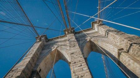 Photo pour Le célèbre pont de Brooklyn à New York - photographie de voyage - image libre de droit