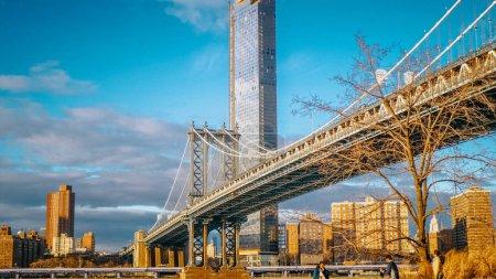 Photo pour Vue exceptionnelle sur le pont de Manhattan à New York - photographie de voyage - image libre de droit