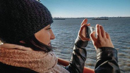 Foto de Joven toma fotos de su viaje de turismo a Nueva York - viajes fotografía - Imagen libre de derechos
