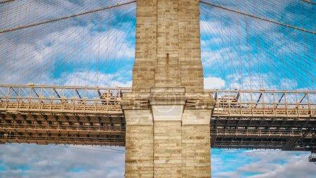 Photo pour Célèbre pont de Brooklyn à New York City - photographie de voyage - image libre de droit