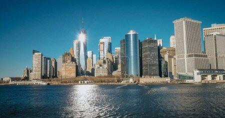 Photo pour Incroyable vue du centre-ville de Manhattan Skyline depuis Hudson River - photographie de voyage - image libre de droit